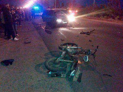 Un motociclista falleció tras colisionar de frente con un auto