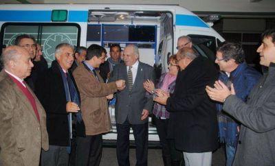 Ministros de Salud participaron de la entrega de una ambulancia al INAREPS y recorrieron el lugar