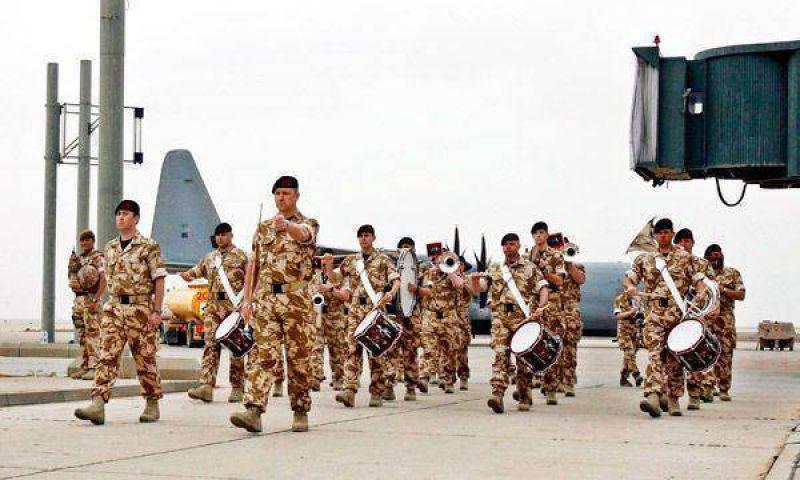 Los iraquíes celebran la retirada norteamericana de sus ciudades