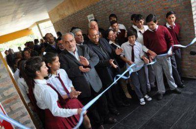 Colombi inauguró escuelas en Ituzaingó y Villa Olivari