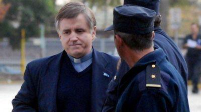 Escándalo con el cura Grassi: desplazaron al titular de la unidad carcelaria de Campana
