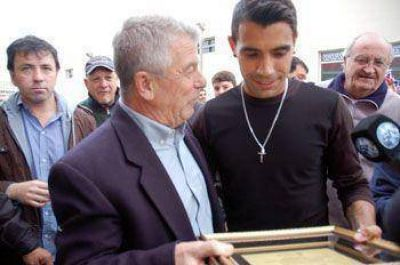Un cálido recibimiento le brindó Pergamino al subcampeón mundial Augusto Fernández