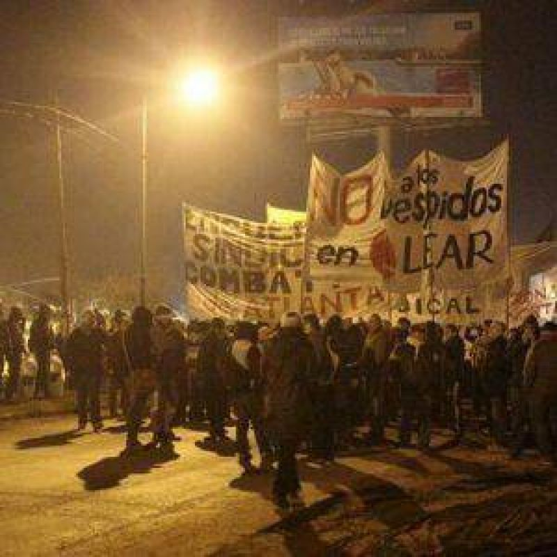 Trabajadores de Lear vuelven a cortar la Panamericana en Pacheco