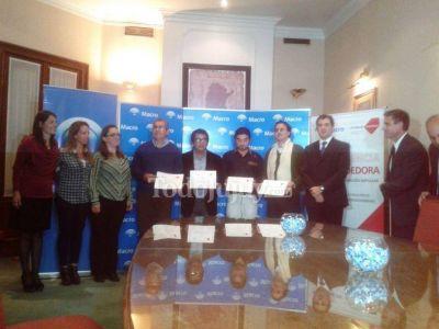 Fundación Impulsar y Banco Macro entregaron 50 mil pesos a emprendimientos