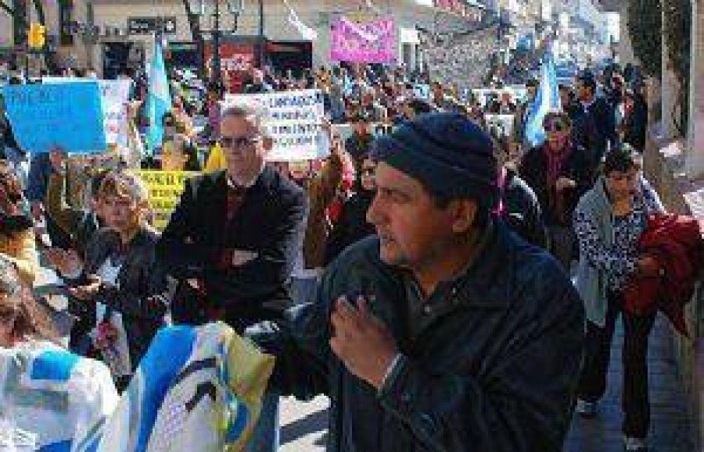 Docentes unidos provocaron destrozos en el Ministerio de Educación