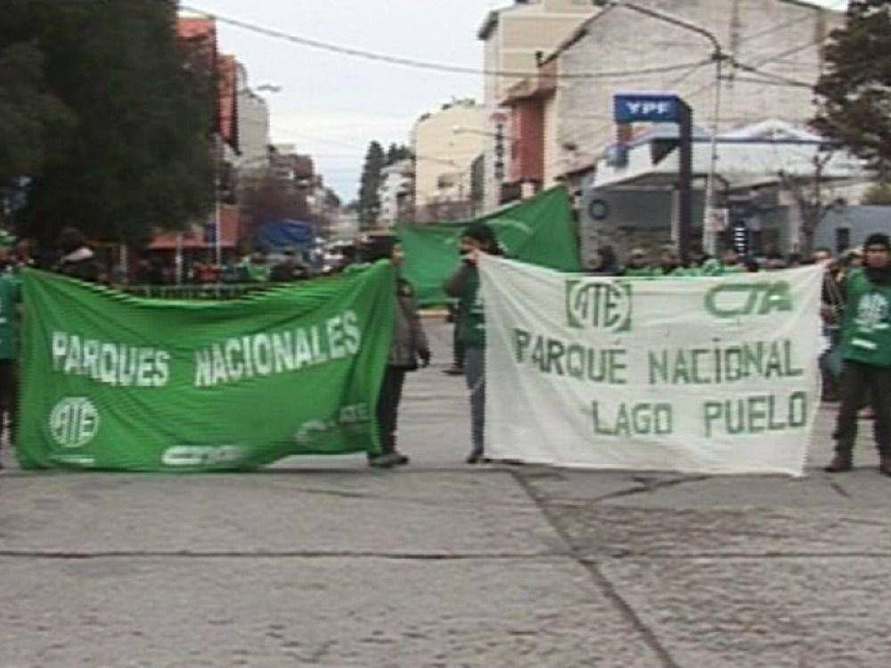 Trabajadores de Parques cortaron la calle San Martín