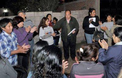 Villada acompañó a vecinos que se oponen a la instalación de una antena de telefonía móvil