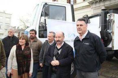 Azul sumó la bacheadora para mejorar el pavimento y dar solución a una histórica problemática vial