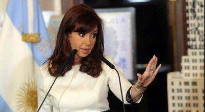 Cristina sigue sin declarar servicio público la telefonía celular, pero la quiere para el transporte aéreo