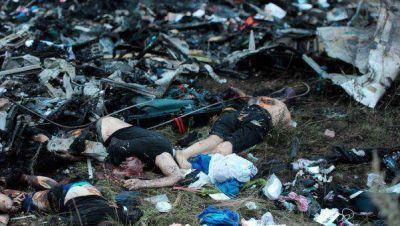 Hallan más restos de víctimas del avión de Malaysia en Ucrania