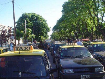 Sin servicio de taxis por el crimen de un chofer