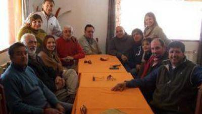 Viejos socios del Frente Cívico y Social y sectores de la UCR se movilizan para evitar acuerdos con el massismo