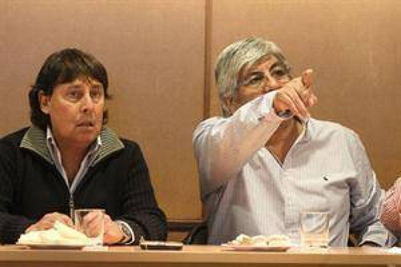 Moyano y Micheli presionan al Gobierno ante la negativa de modificar Ganancias