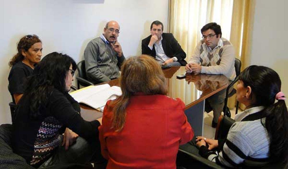 Parra Moreno recibió a los gremios APTASCh y UPCP