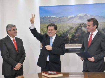 Asumieron Costa y Gantus con la cabeza puesta en el desempleo y los números de la provincia