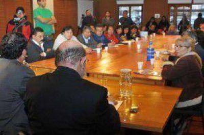 Gremios endurecen su postura contra el gobierno de Fellner: el Frente Estatal de Jujuy ratificó paro hasta cobrar sueldos