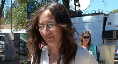 Papel�n: aislada, la candidata de Cristina en C�rdoba renuncia a su banca de Diputados