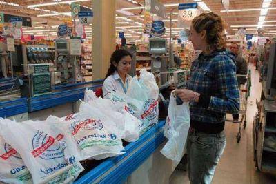 Concejales rechazan el veto de Larrañaga y los comercios volverán a entregar bolsas