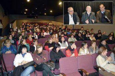 Con la presencia de Juan Carlos Kusnetzoff se inició el curso de educación sexual para jóvenes
