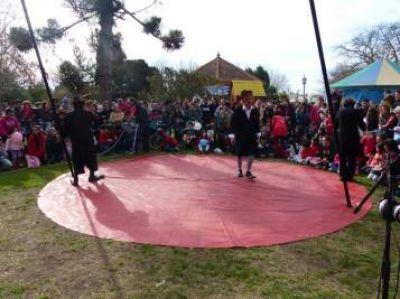 Multitudinario festejo del día del niño en Plaza Moreno de Dolores