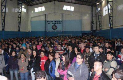 Tapia recibió el apoyo masivo de los metalúrgicos de Ushuaia