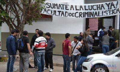 Alumnos de Criminalística denuncian forcejeos durante la toma del edificio