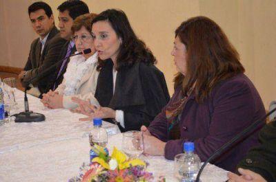 Docentes de la escuela Normal de La Banda piden a Mariela Nassif normalización escolar de la institución