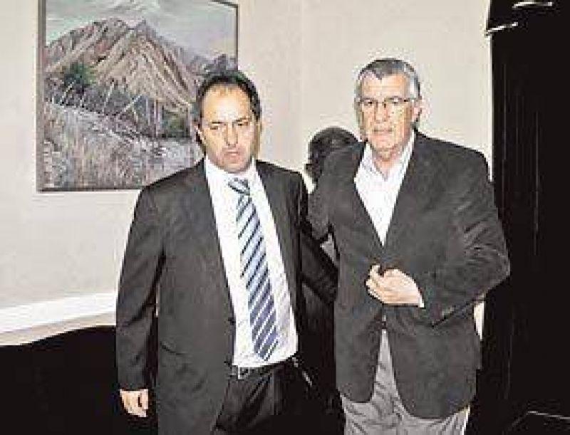 Arrinconado por los gobernadores, Scioli dejar�a la jefatura del PJ
