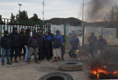 Por falta de pagos, trabajadores de INCRO bloquean Sinopec
