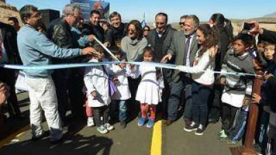 La Gobernadora inaugur� un nuevo tramo de la ruta 137