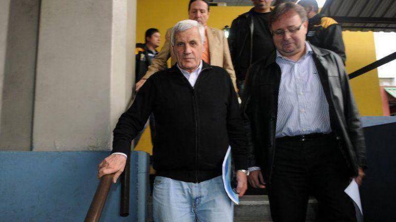 Resignado, Caló ahora sólo reclamará a la Rosada suba del 35% del salario