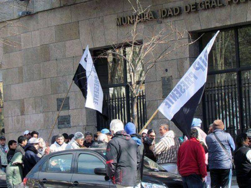 Fileteros del SOIP protestaron frente a la Municipalidad
