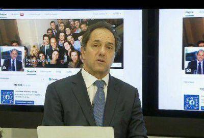 Respondiendo preguntas livianas y autorreferenciales, Scioli pasó por Facebook