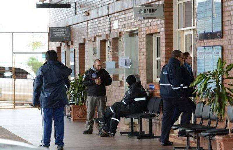 Trabajadores de las aduanas volver�n a realizar un paro