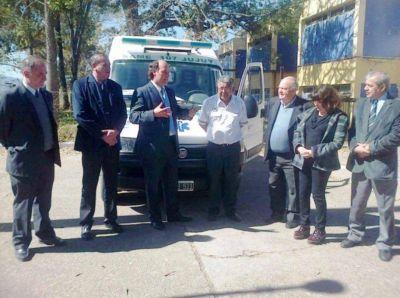 Distribuyen ambulancias al interior
