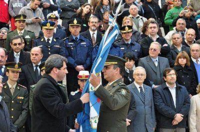Con el cambio de guardia de la Bandera de Cabot comenzaron los homenajes a San Martín