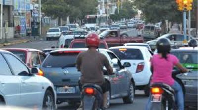 Con duras críticas a la oposición, asociación civil defendió nueva normativa de tránsito