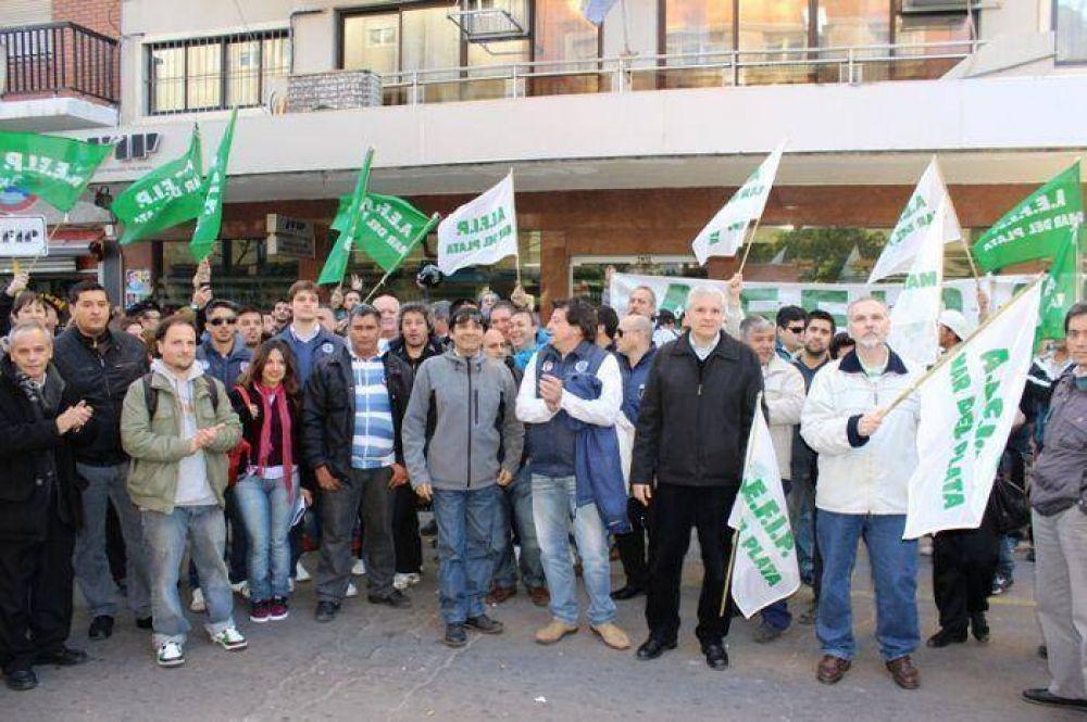 Trabajadores de la AEFIP protagonizaron una jornada de lucha y reclamaron el aumento salarial no otorgado