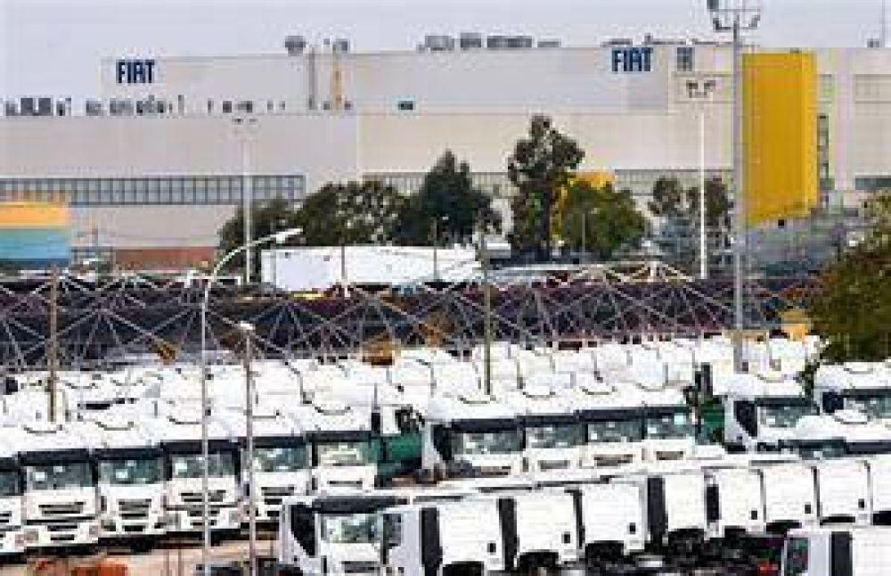 Suspenden a 4800 operarios y suman 10.000 los afectados por la crisis del sector automotor