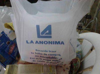 Los supermercados ya entregan bolsas