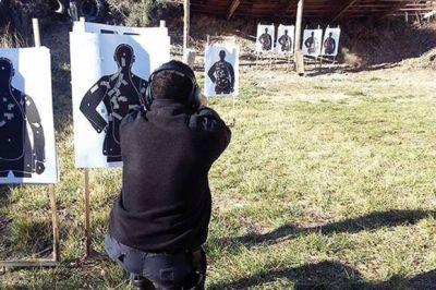 Agentes de la Policía del Chubut se capacitan en prácticas de tiro