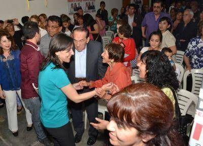 LA BANDA: Distintas agrupaciones de mujeres, universitarios y cooperativistas dieron su apoyo a Nassif y Adamo