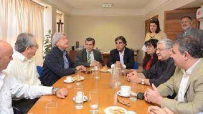 Ministros, intendentes y empresarios articulan estrategias para contrarrestar la crisis industrial