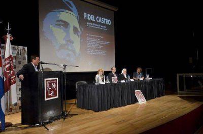 Fidel Castro fue distinguido como doctor honoris causa y personalidad ilustre de la Ciudad de Lanús