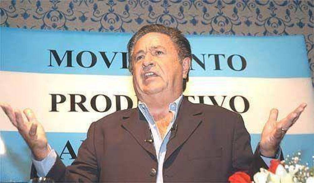 Eduardo Duhalde regresa de Europa para meterse en la rosca peronista