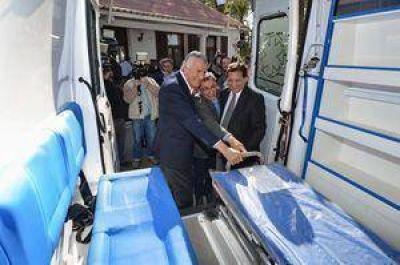 Entregaron ambulancias para hospitales regionales
