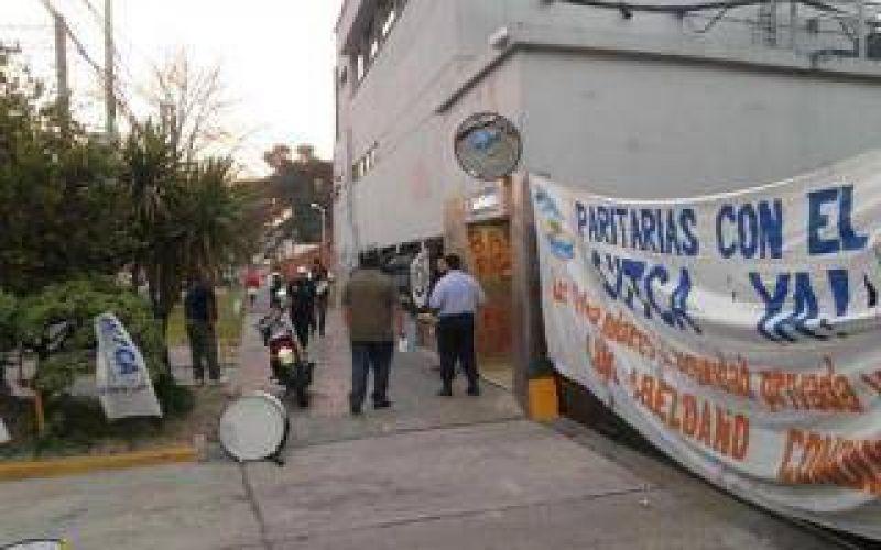 La Matanza: Vigiladores de SUTCA bloquean Telecentro y Papelera Unión Pel