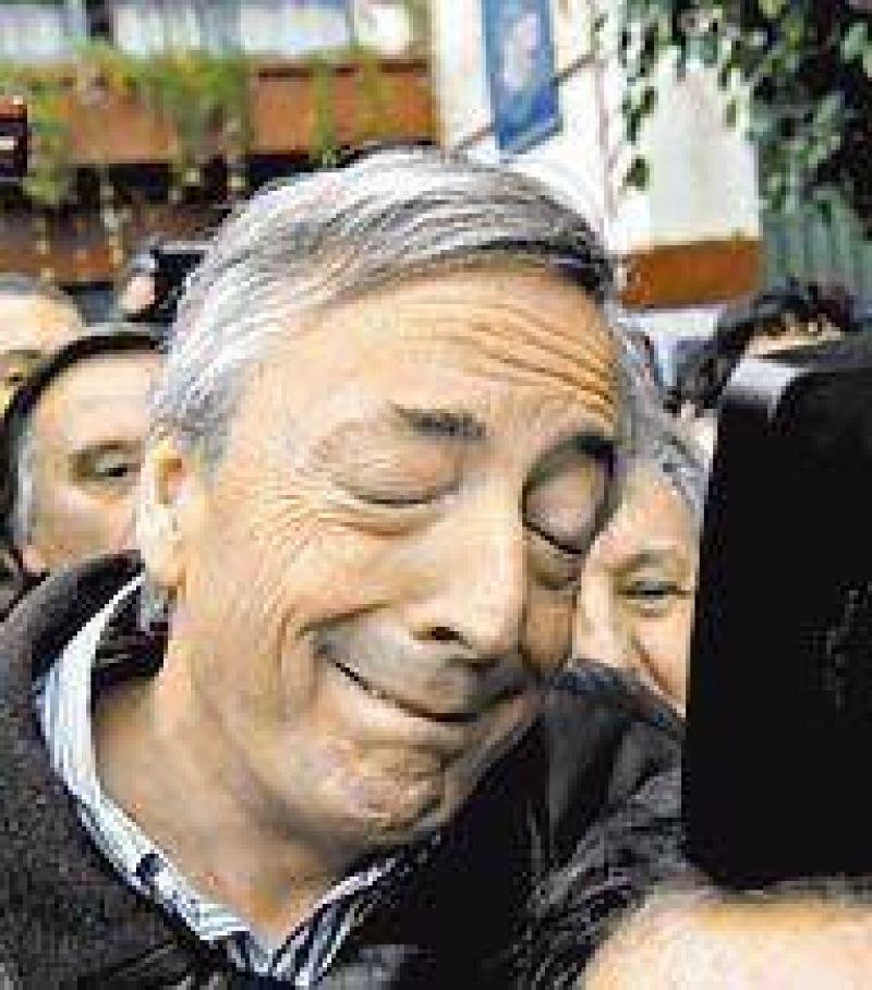 """Kirchner eval�a enterrar los s�mbolos del PJ y reflotar la """"transversalidad"""""""