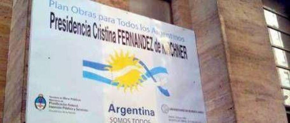 El Gobierno obliga a todos los contratistas de obra pública a hacer campaña por la Presidenta en sus carteles