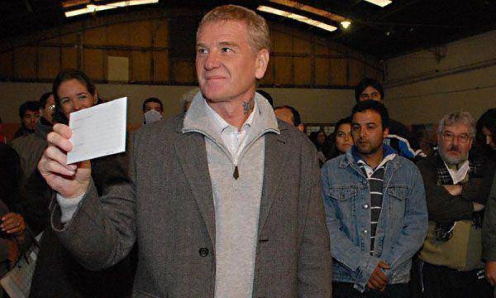 Tras el triunfo electoral, De Narváez se lanza para ser gobernador